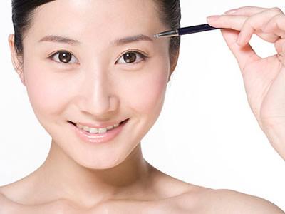 周末春游如何打造完美眉眼妆容?